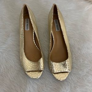 Steve Madden Benzz Gold Peep Toe Shoes | Size 9